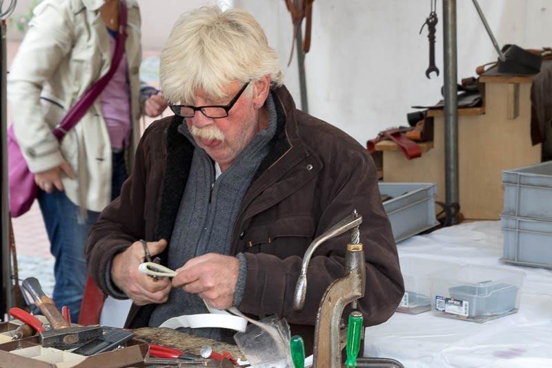 Kunsthandwerker bei der Arbeit auf unserem Markt
